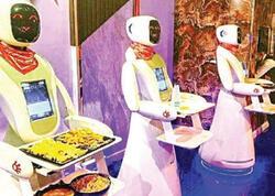 Səudiyyə Ərəbistanındakı restoranda robotlar ofisiant xidməti göstərir