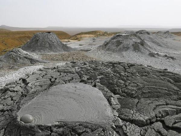 Palçıq Vulkanları Turizm Kompleksinin binası krater formasında olacaq