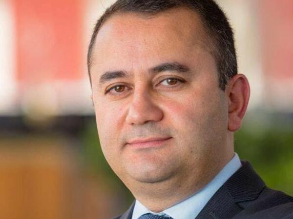 Azərbaycanda nazir müşaviri ictimai qınaqdan qorxdu, statusunu sildi - FOTO