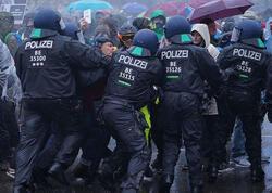 Almaniyada aksiyada 29 polis yaralanıb, 231 nəfər saxlanılıb