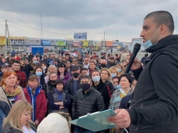 Kərim Babayevin bazarları bağlandı, minlərlə ticarətçi etiraza qalxdı