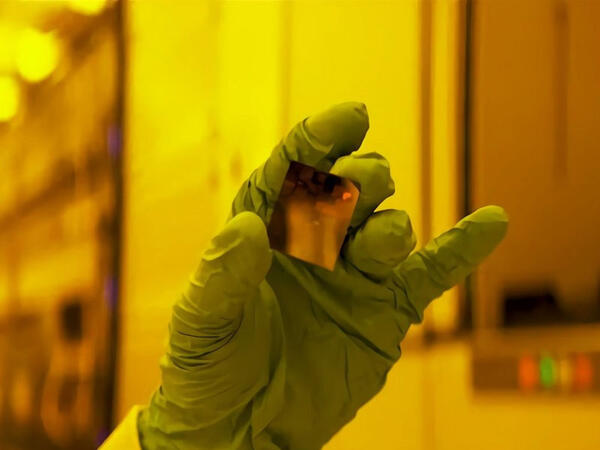 IBM şirkəti dünyanın ilk 2 nanometrlik prosessorunu yaradıb - VİDEO