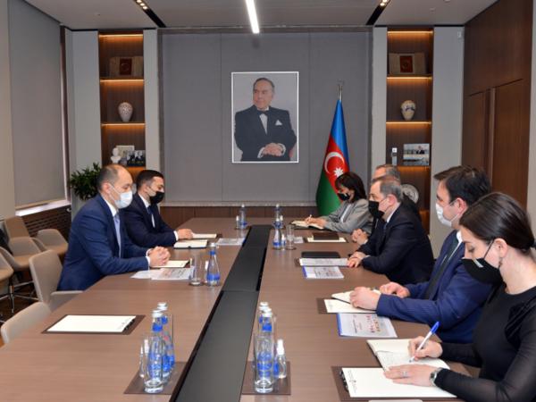 """Ceyhun Bayramov """"TRACECA""""nın Baş katibi Aset Asavbayev ilə görüşüb"""