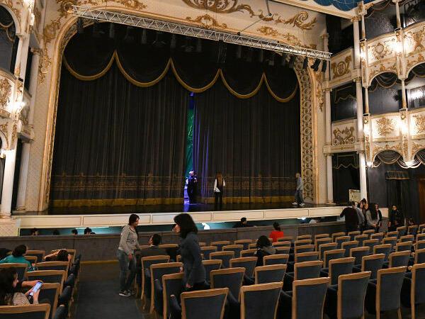 Teatr kollektivi Prezidentə təşəkkür etdi - FOTO