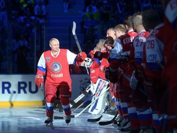 Putin Xokkey Liqasının qala-oyununda iştirak edib