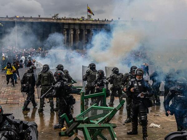 Kolumbiyada etiraz aksiyaları zamanı 40-dan çox insan həlak olub