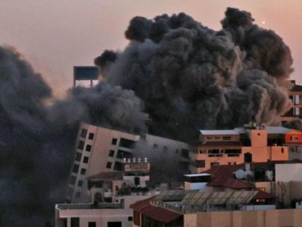 HƏMAS raket yağdırır, İsrail vurur