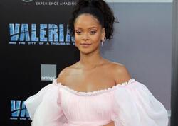 """Rihanna görünüşü ilə pərəstişkarlarını heyrətləndirdi - <span class=""""color_red"""">FOTO</span>"""