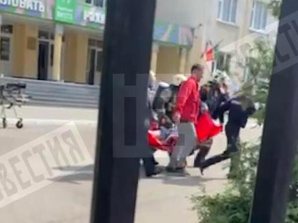 """Kazan gimnaziyasında atışmanın kadrları yayıldı - <span class=""""color_red"""">VİDEO</span>"""