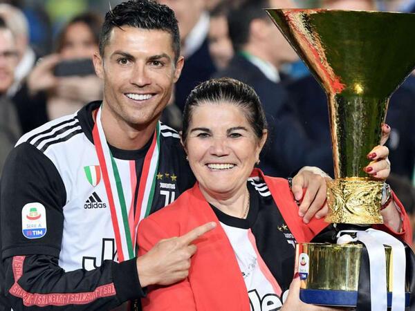 "Ronaldo keçmiş klubuna qayıdır, <span class=""color_red"">anası açıqladı!</span>"