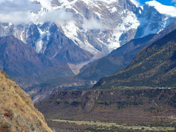 Çində dünyanın ən dərin kanyonu üzərindən sürət yolu çəkilib