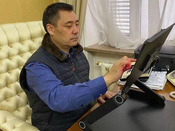 Qırğızıstan prezidenti koronovirusa görə distant iş rejiminə keçdi