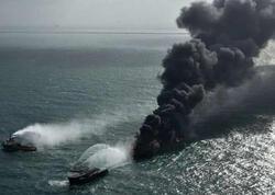 Günlərdir yanan gəmi ekoloji dəhşətə səbəb olub - FOTO