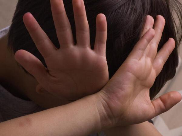 Məktəb direktoru əxlaqsız çıxdı - 13 yaşlı şagirdi zorlayıbmış - FOTO