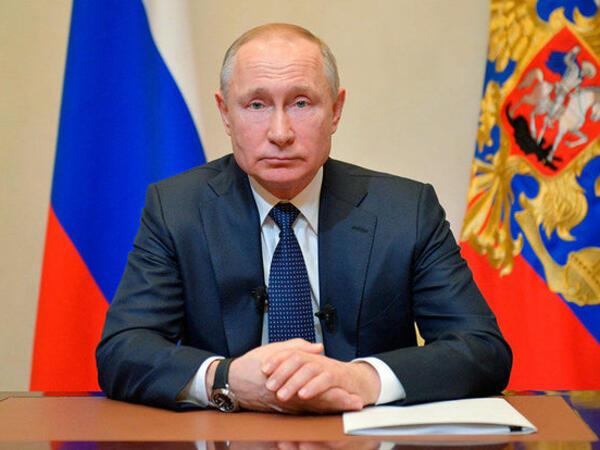 """Putin: """"Peyvəndin ikinci dozasından sonra temperaturum yüksəldi"""""""