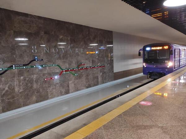 """Metroda problem yarandı, <span class=""""color_red"""">qatarların hərəkəti ləngidi</span>"""