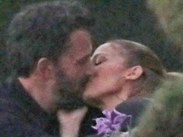 Cey Lo və Ben öpüşərkən görüntüləndi