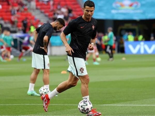 "Ronaldu beş Avropa çempionatında iştirak edən <span class=""color_red"">ilk futbolçudur</span>"