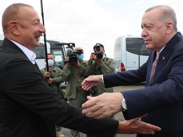 Azərbaycan Prezidenti İlham Əliyev Türkiyə Prezidenti Rəcəb Tayyib Ərdoğanı Füzuli rayonunda qarşılayıb - FOTO