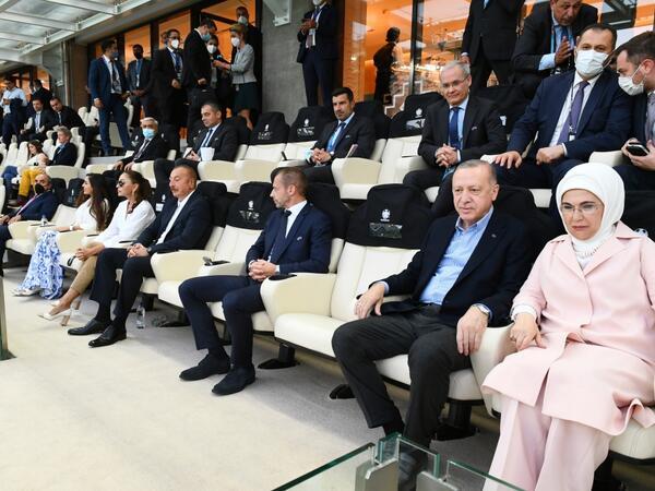 Azərbaycan və Türkiyə prezidentləri Türkiyə-Uels oyununa baxıblar - FOTO