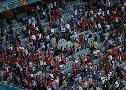 """Azərbaycanlı məşhurlar Türkiyə millisini stadiondan <span class=""""color_red"""">belə dəstəklədilər - FOTO</span>"""