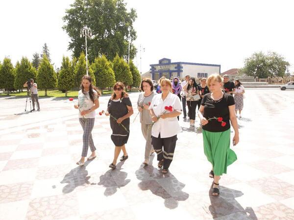 Xaçmaz Rayon İcra Hakimiyyətinin başçısı tibb işçiləri ilə görüşüb - FOTO