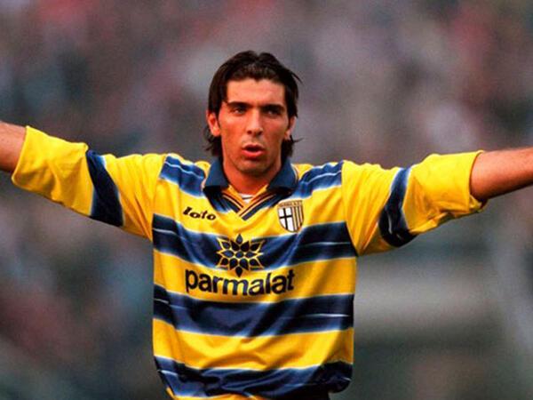 """Buffon """"Parma""""ya qayıtdı - VİDEO"""