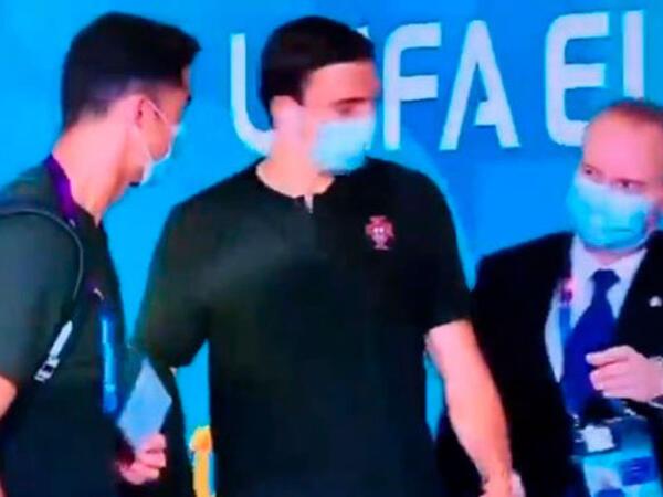 Təhlükəsizlik işçisi Ronaldonu tanımadı - FOTOlar