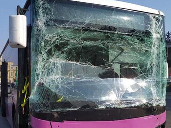 Bakıda avtobus qəzası, xəsarət alan var