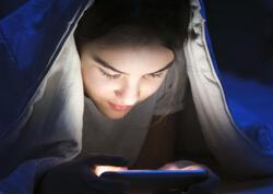 Gecələr telefondan istifadə edən uşaqları gözləyən 5 bəla