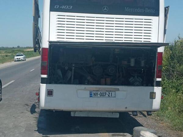 """Şagirdləri Qubaya istirahətə aparan avtobus yandı - <span class=""""color_red"""">FOTO</span>"""