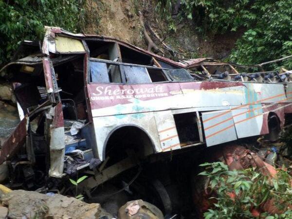 Peruda avtobus dərəyə aşıb: 27 ölü