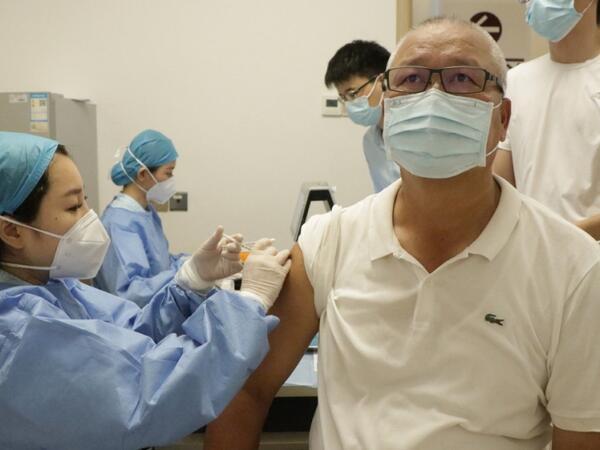 Çində əhaliyə COVID-19-a qarşı vurulan peyvəndin sayı 1 milyard dozanı ötüb