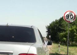 """Sürücü 90-lıq yolda 86 ilə radara düşdü: <span class=""""color_red"""">müəmmalı protokol - VİDEO</span>"""