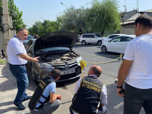 """Yerevanda şok terror aktı - <span class=""""color_red"""">Müxalifətçinin maşını partladıldı - FOTOlar</span>"""