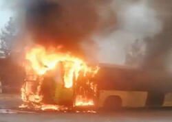 Sərnişinlər yanan avtobusdan son anda xilas edildi - Anbaan VİDEO
