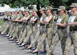 Əsgər qızlar hərbi paradda dikdaban ayaqqabı geyinəcək - FOTO