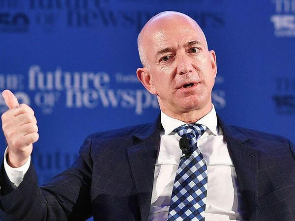 Cef Bezos kosmosa uçdu - VİDEO