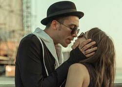 Can aktrisa ilə öpüşərkən paparassilərə hədəf oldu - FOTO