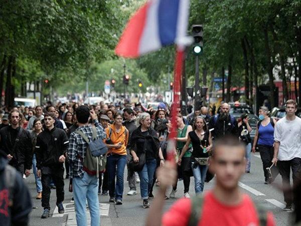 Fransada sanitar buraxılış vərəqələrinə qarşı mitinqlərə 160 min sakin qoşulub