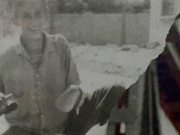 Arxiv FOTOdakı şəxsi tanıdınız? - Uşaqlıqda ayaqqabı təmizləyirdi, indi məşhurdur
