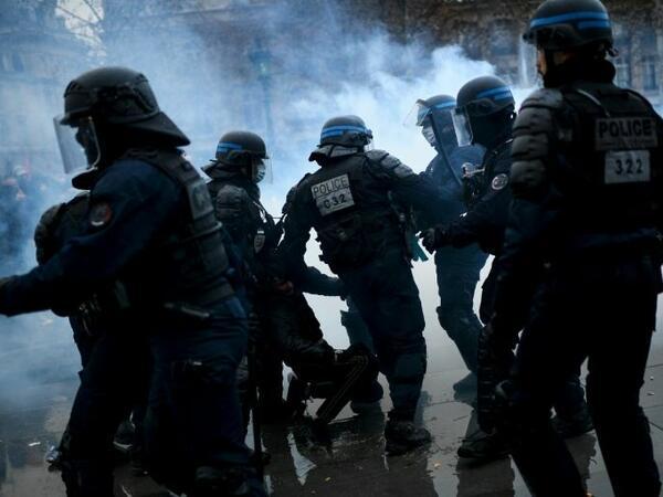 Fransada 71 etirazçı saxlanılıb