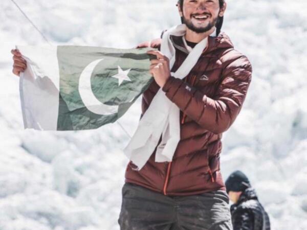 On doqquz yaşlı pakistanlı dünyanın ikinci ən hündür dağına çıxan gənc alpinist olub - FOTO