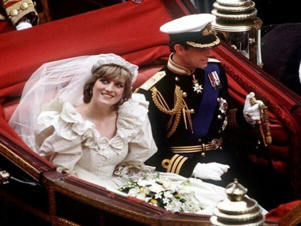 Şahzadə Diananın toy tortu satışa çıxarıldı – FOTO