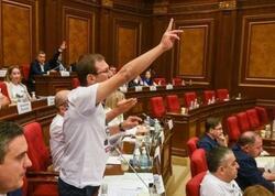 Ermənistan parlamentində dava - Həsənov iclası dayandırdı - FOTO