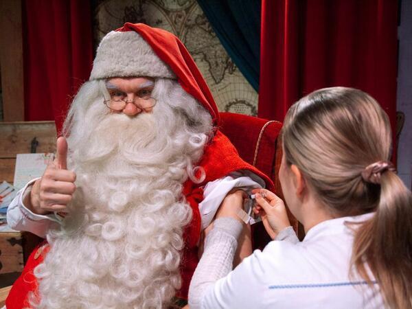 Santa yeni ilə hazırlaşır: Vaksin olunmağa gəldi