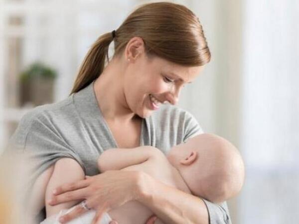 """Həkim-pediatr: """"Ana südünün tərkibindəki hormonlar..."""""""