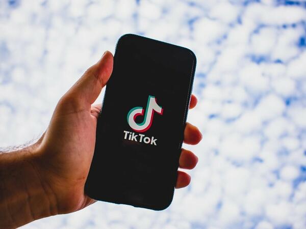 TikTok özünün Stories funksiyasını istifadəyə verib