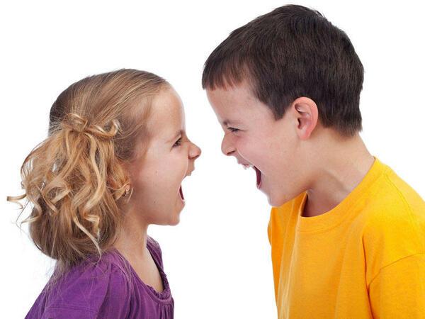 """Uşaqlar nə üçün aqressiv olurlar? <span class=""""color_red"""">Amillər</span>"""