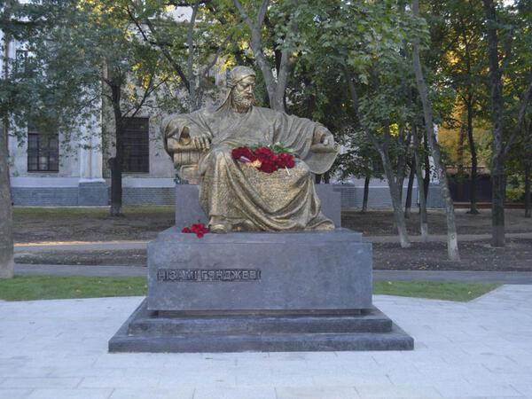 """Xarkov şəhərində Nizami Gəncəvinin abidəsi ucaldılıb - <span class=""""color_red"""">FOTO</span>"""
